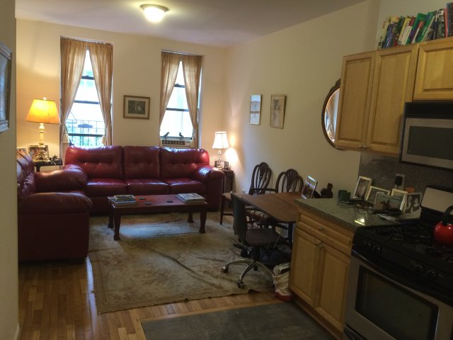 NYC apartment winter/spring sublet 1 block from Central Park @66th street